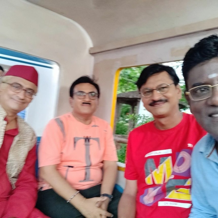 Iyer, Popatlal, Jethalal group picture from the TMKOC sets
