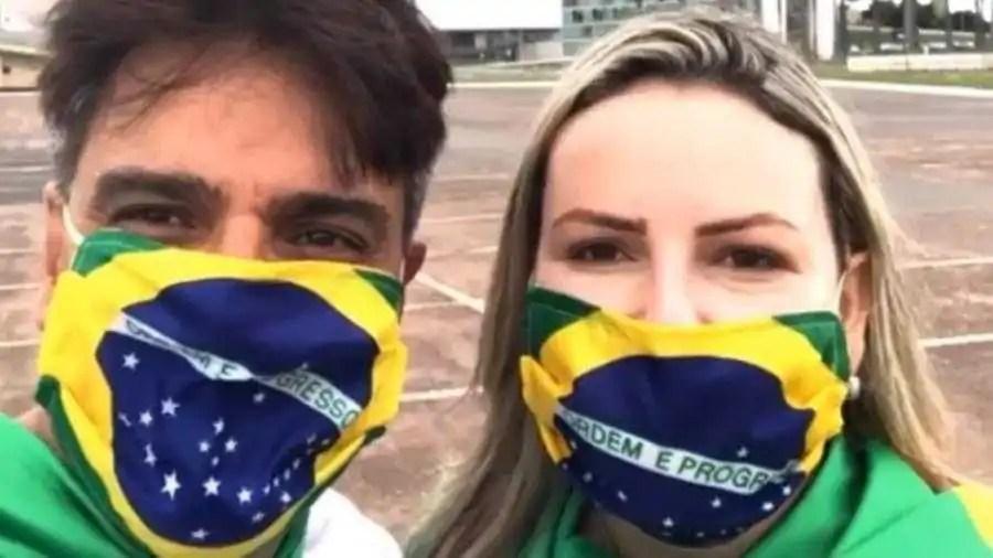 guilherme de padua e a esposa juliana participam de manifestacao politica em brasilia