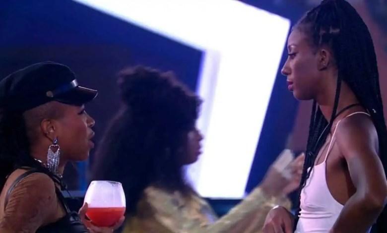 Camilla chamou Karol para conversar (Foto: Reprodução/TVGlobo/Globoplay)