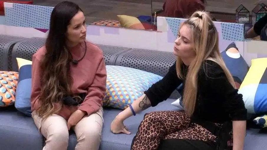 Viih Tube conversando com Juliette (Foto: Reprodução / Globo / Globoplay)