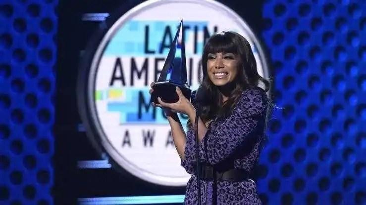 """em 2008, anitta ganhou o prêmio de """"vídeo favorito"""" com """"medicina"""" (foto: reprodução/internet)"""