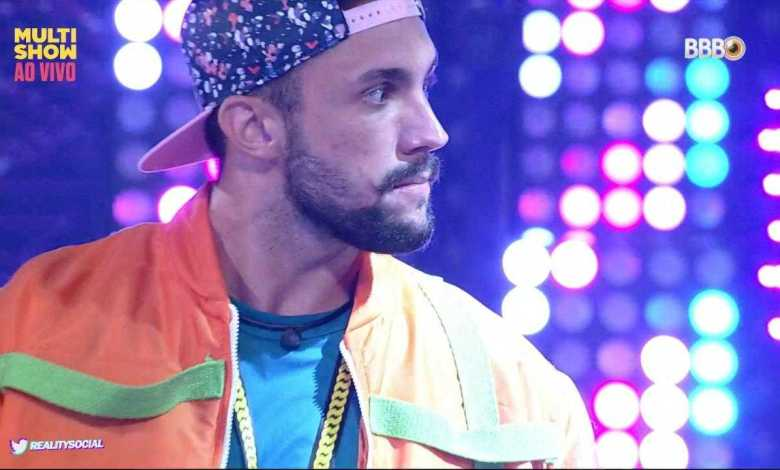 "arthur na festa ""baile da above"" (foto: reprodução/tvglobo/globoplay)"