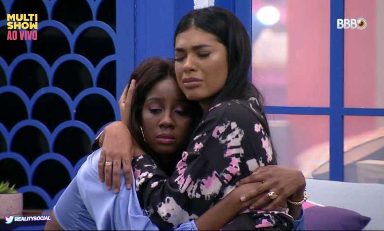 Camilla e Pocah choram após formação do Paredão (Foto: Reprodução/TVGlobo/Globoplay)