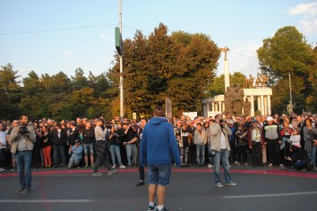 Few hundreds supported gathered at the city in Skopje to express their support to the protest.