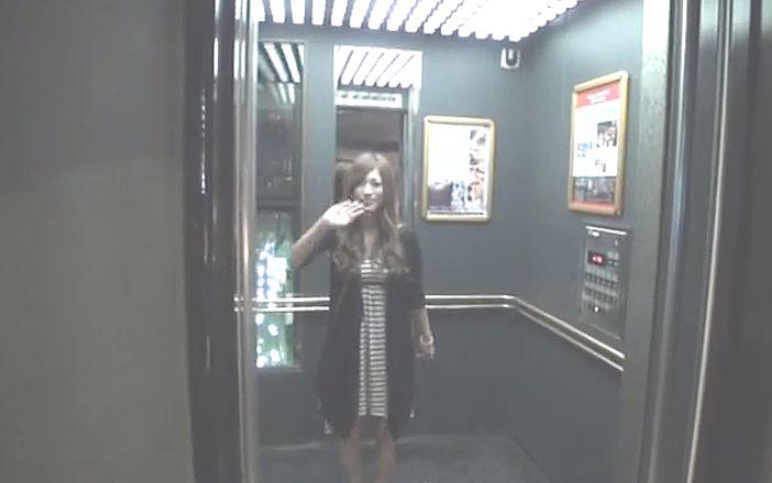 ラブホテルのエレベーターでお別れの(バイバイ