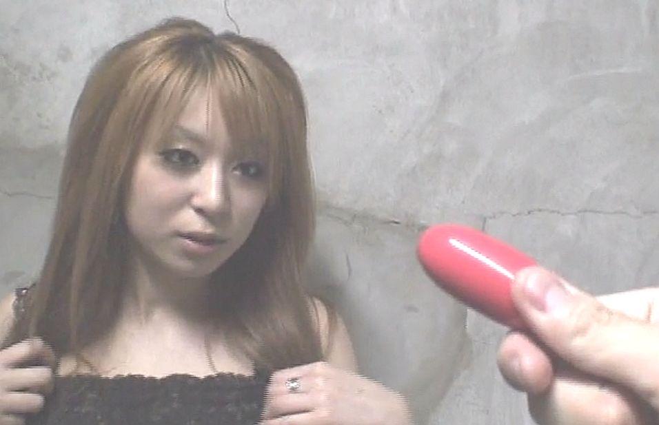 「これ見たことある?」と赤いローターを目の前に出された時のアンナちゃんの表情www