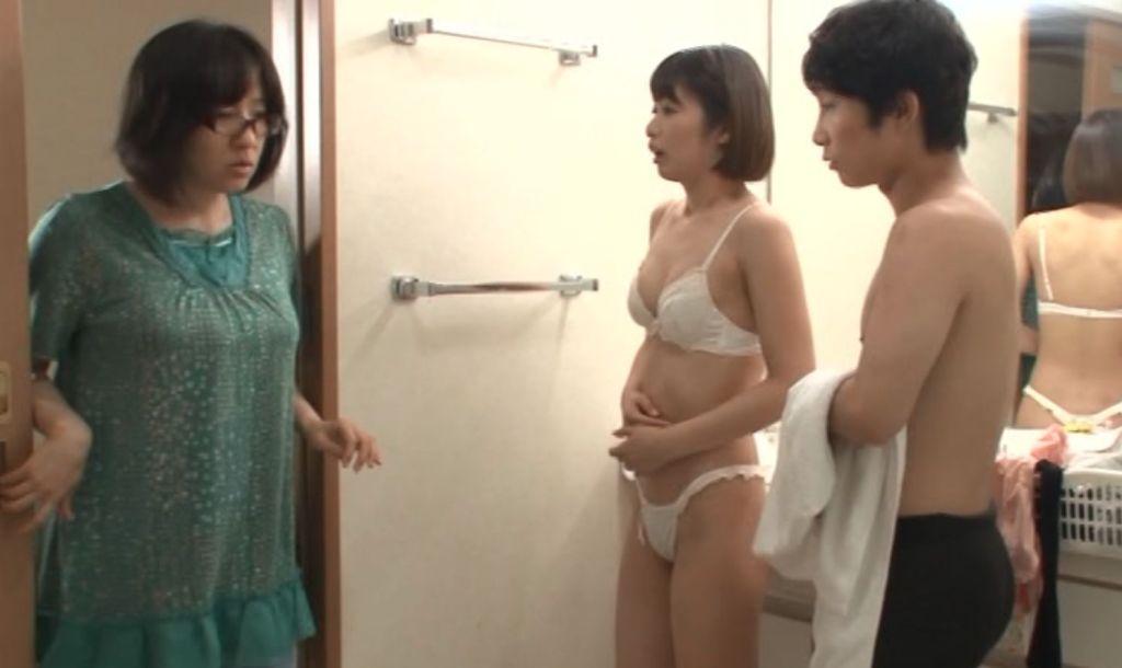 先っぽ3cmまでは挿入させてくれる姉とのギリギリ相姦未満生活 川上奈々美