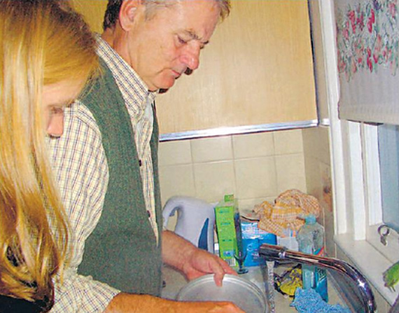 Bill Murray does dishes at Scottish party
