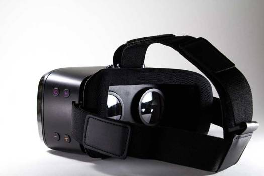 Virtual reality device for realistic sex