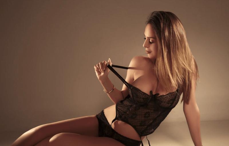 Most sweet & romantic cam girl JenniferHill