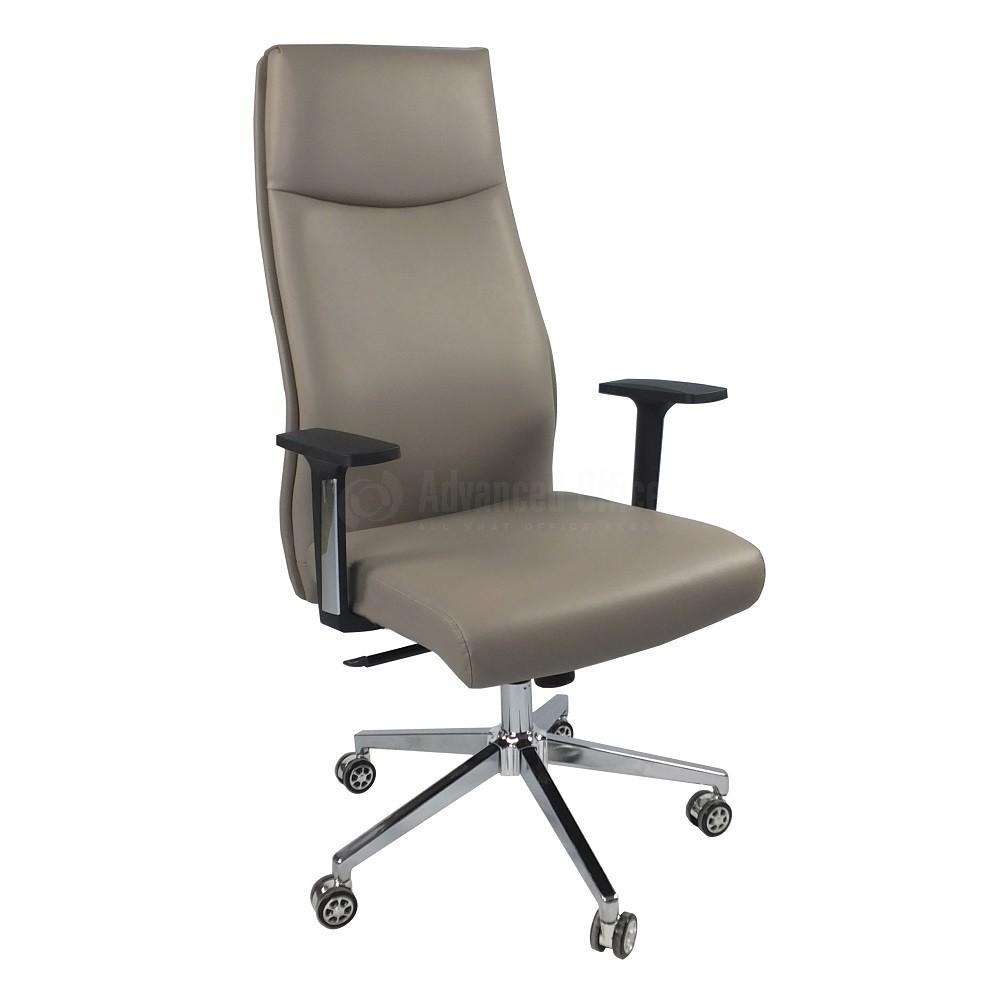 chaise directionnelle modus en simili cuir beige avec accoudoirs en plastique noir pietement chrome