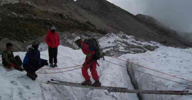 mountaineering courses and institutes_ crevasse crossing in HMI