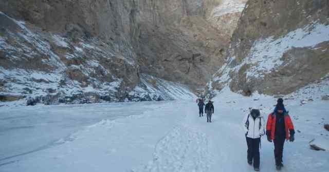 Chadar Trek_Walking on the ice_adventure-pulse
