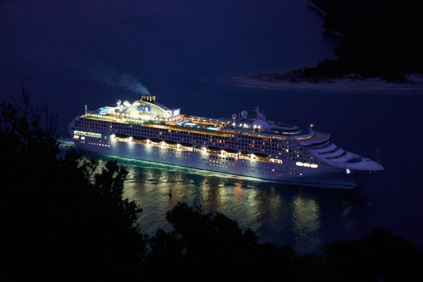 , What Type Of Evening Entertainment Can I Expect On A Cruise Ship?