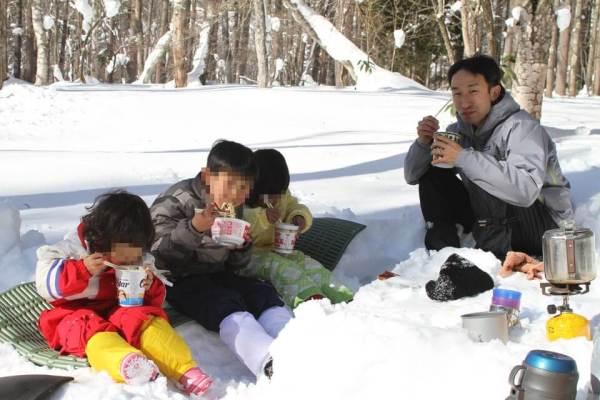 雪の中でランチ