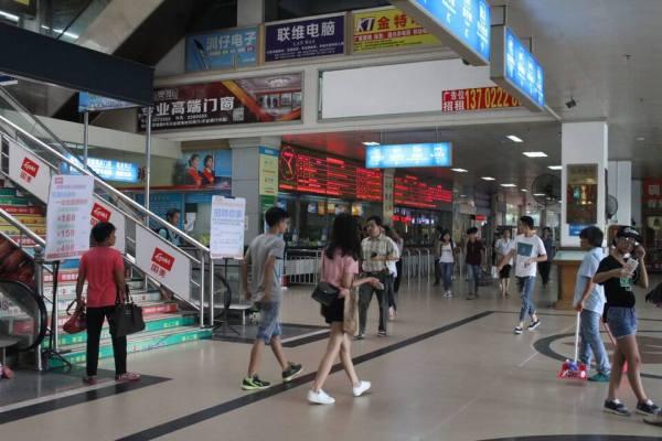 バスターミナルの写真