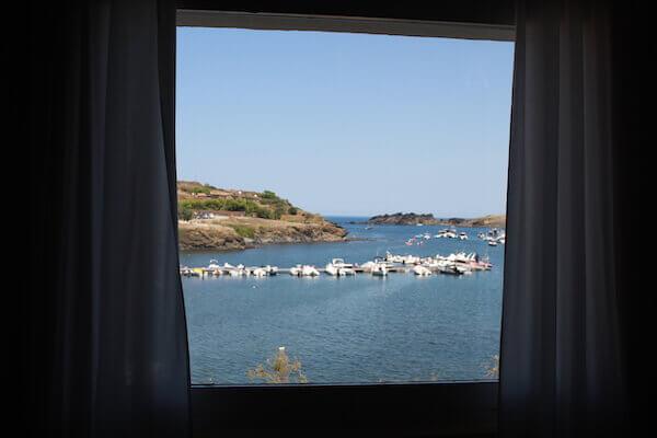 窓から見たポルトリガトの写真