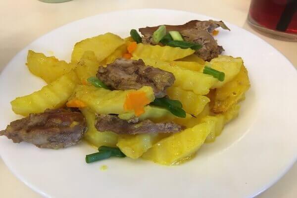 ポテトと豚肉の炒め物の写真