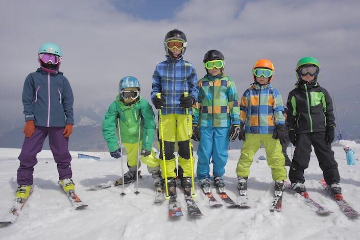 スキーをする子供のアイキャッチ画像