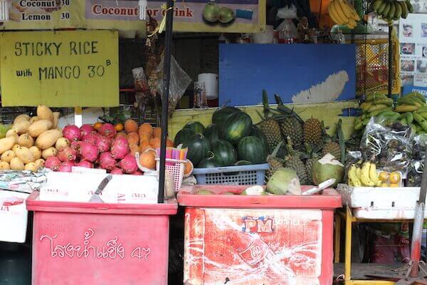 タイの売店のフルーツの写真