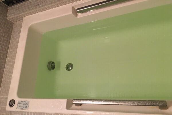 温泉のもとをお風呂に入れた写真