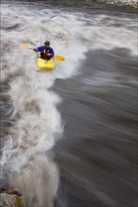 Kayaker_surf_Marble_Salmon