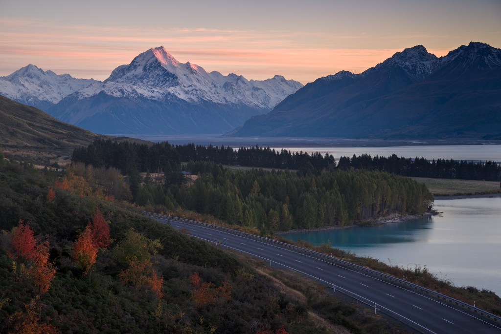Mount. Cook in a clear autumn morning