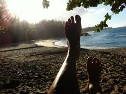 Auf der Schaukel am Lumahai Beach