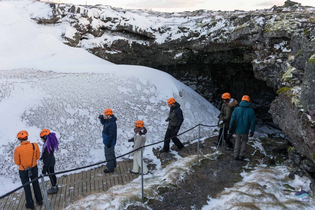 People walking to Vatnshellir cave