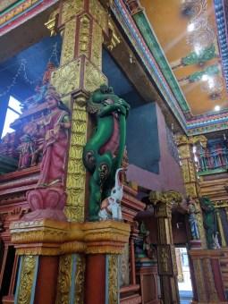 Krokofant in Hinduïstische tempel te Kandy