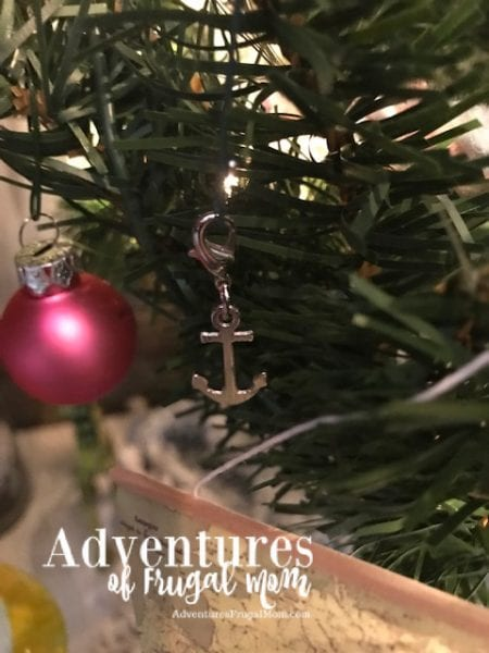 Decorating The Blog Cabin Tree from North Carolina Lifestyle Blogger Adventures of Frugal Mom