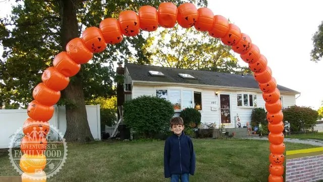 How to Make a Light-Up Pumpkin Pail Arch