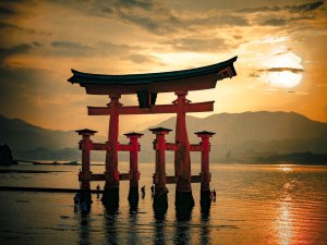tori-gate-floating-shrine-miyajima