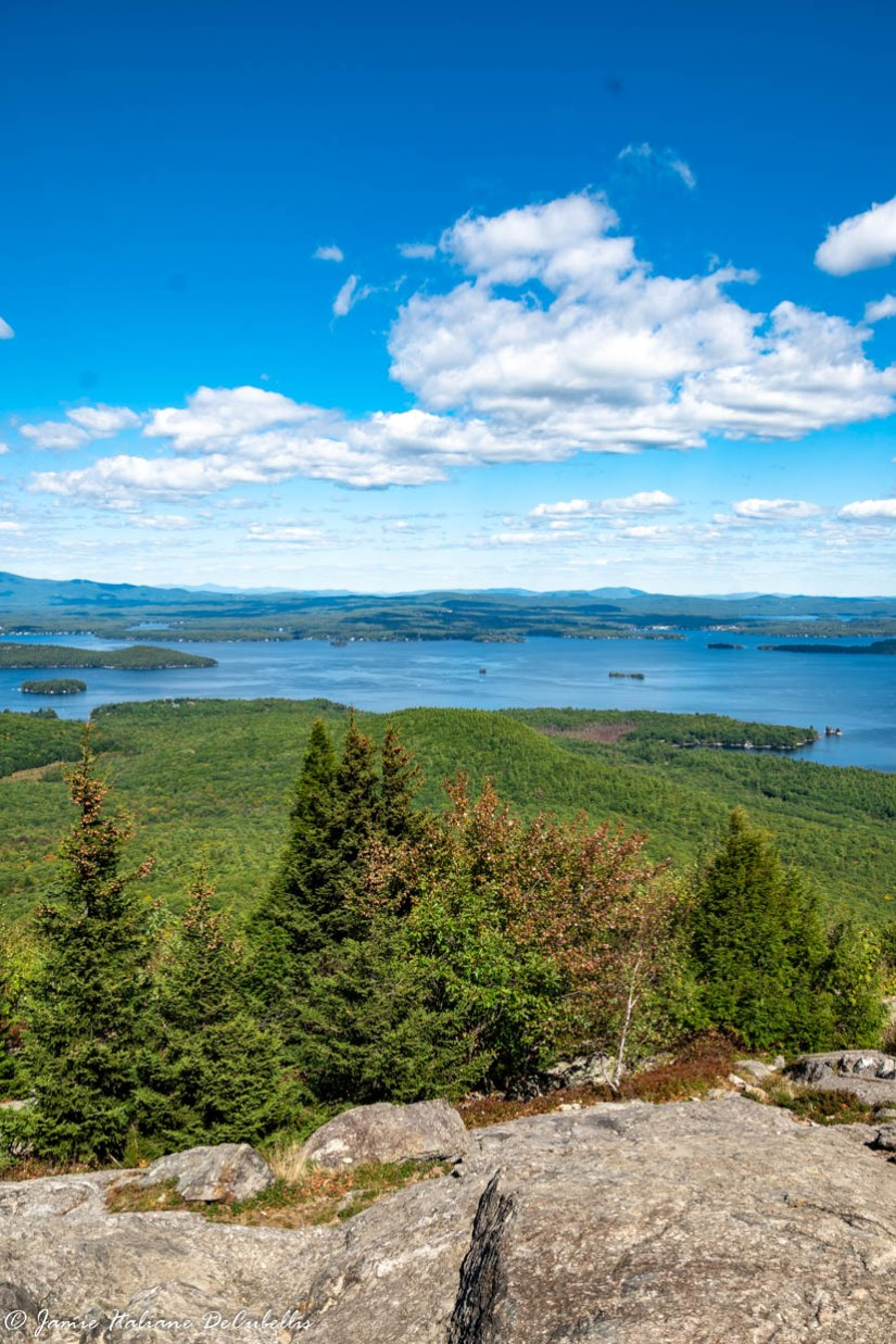 Looking for a moderate hike with an incredible view in New Hampshire? Read on for details about hiking Mount Major in New Hampshire. #NewHampshire #hikinginnewengland #hiking