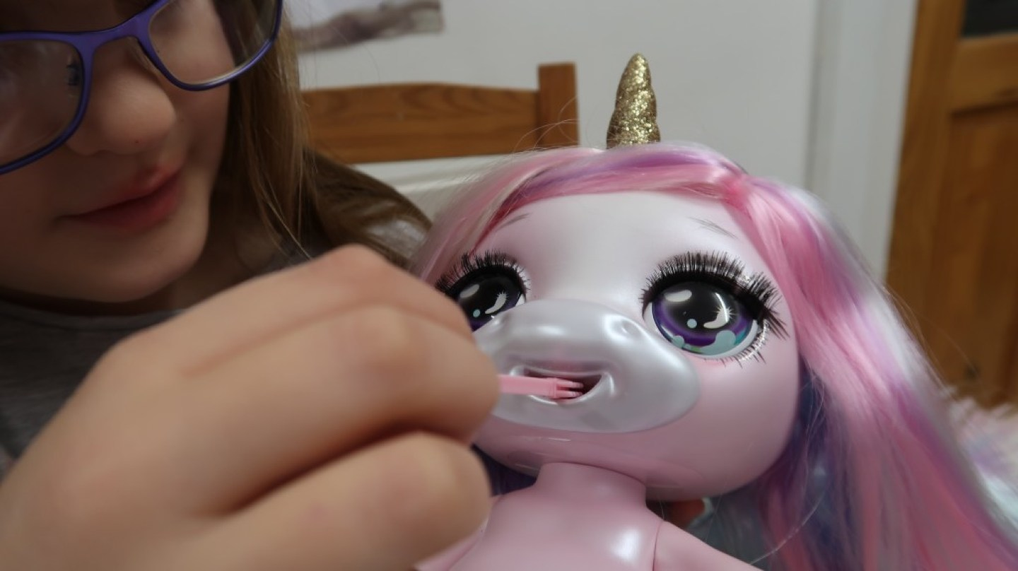 cleaning tool for mouth of unicorn poopsie