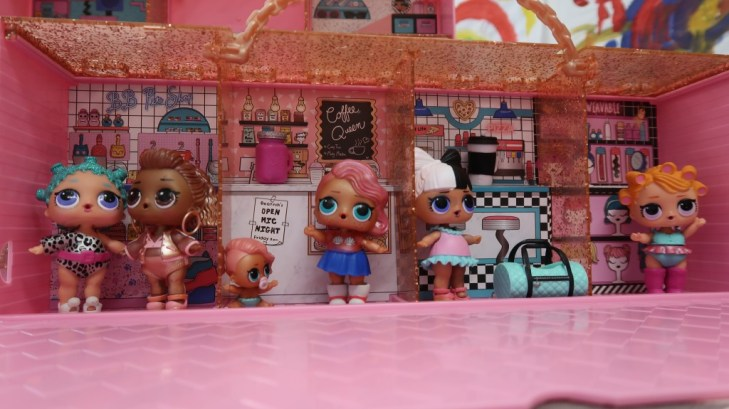 L.O.L Surprise! pop up store dolls in playset