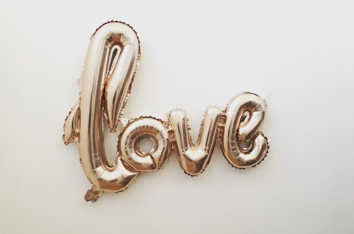golden balloon love