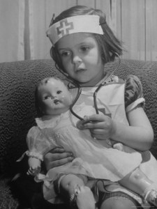 alfred-eisenstaedt-evelyn-mott-playing-nurse-with-doll-as-parents-adjust-children-to-abnormal-conditions-in-wartime
