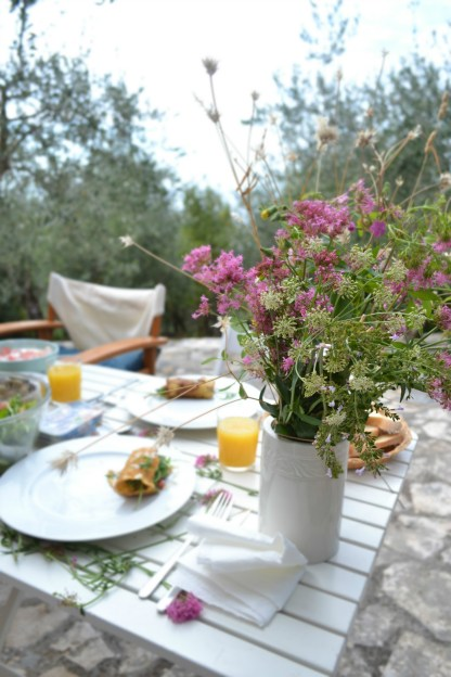 Breakfast with Flowers in Tellaro