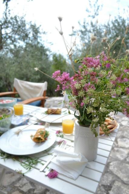 Breakfast with Flowers in Tellaro