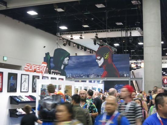Arrow vs. The Flash at the WB booth