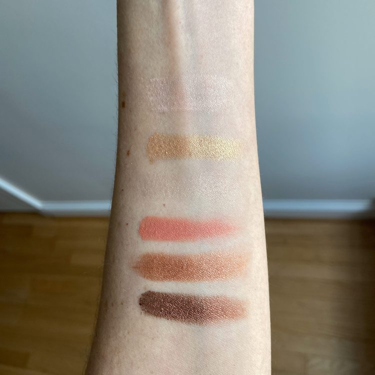 Naked Reloaded eyeshadow swatches
