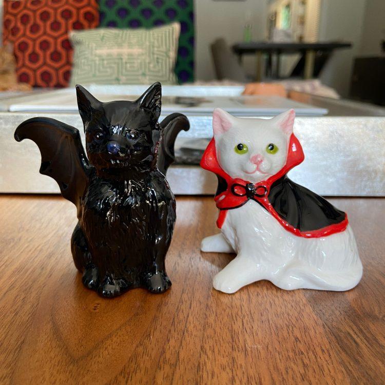 Vampire cat salt & pepper shakers