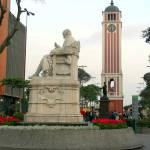 El Parque Universitario está ubicado en las intersecciones de las avenidas Abancay y Nicolás de Piérola y se trata de uno de los principales atractivos del centro de Lima. Su cercanía a la sede de la Universidad Nacional Mayor de San Marcos