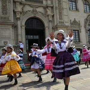 La cultura peruana es diversa como resultado del intenso mestizaje originado en la colonia