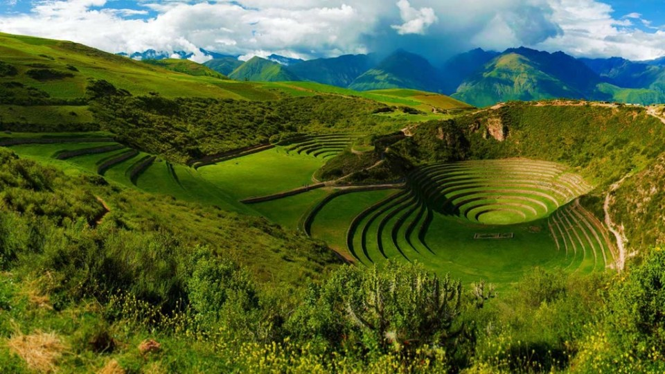 Moray, conjunto arqueológico se encuentra a 38 km al noroeste del Cusco y está conformado por cuatro grupos de andenes circulares concéntricos
