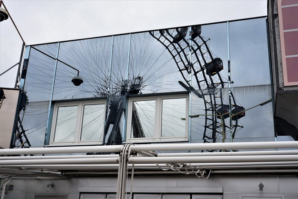 Mirror View of the Wiener Riesenrad