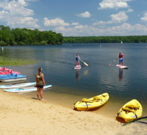 bucks-county-summer-fun-paddle-boarding-lake-nockamixon