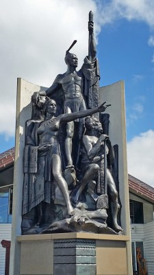 Sculpture of Maori explorer Kupe Raiatea, displayed on Wellington Harbour waterfront