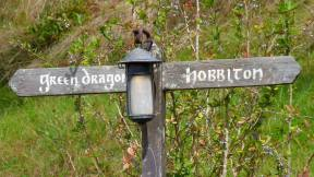 Hobbiton Green Dragon Inn road sign